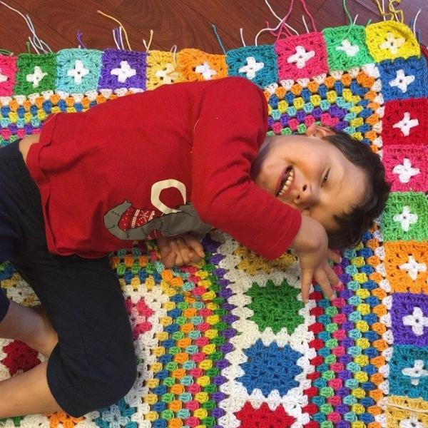 polkadottedrainbows crochet granny blanket