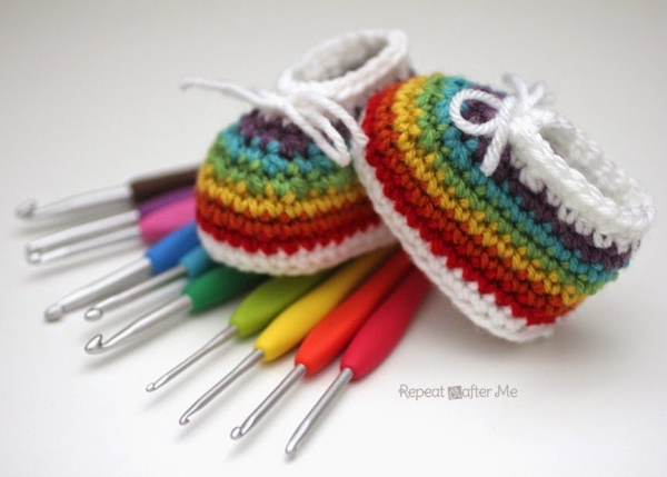rainbow crochet baby booties