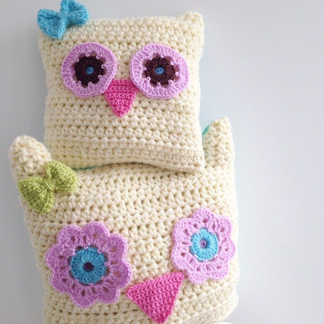 sweet_sharna crochet owl pillows