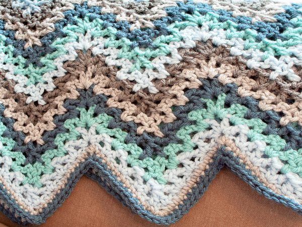 chunky crochet v stitch afghan free pattern from @ repeatcrafterme