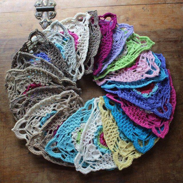 woolyana crochet triangles