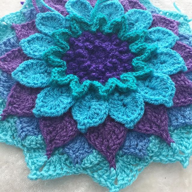 abluebirdonmyshoulder crochet flower