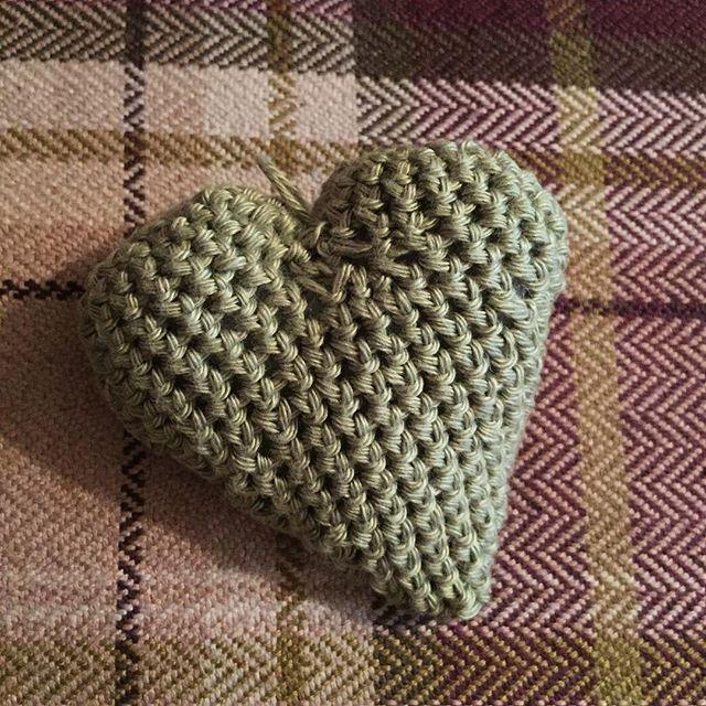 becky_nuttall crochet heart