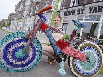 crochet yarnbomb bike