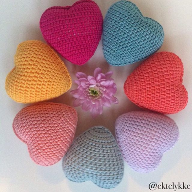 ektelykke crochet hearts