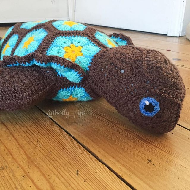 holly_pips crochet turtle