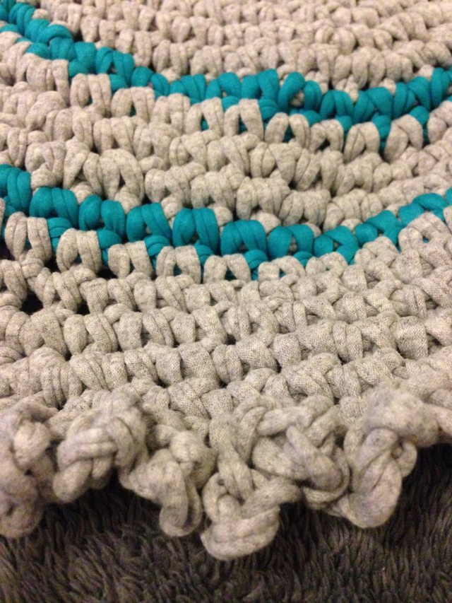 ruffled edge crochet circle