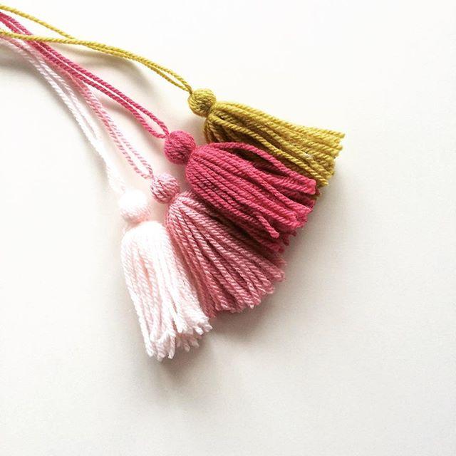 knitpurlhook yarn tassels