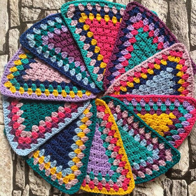 laura_makes crochet bunting