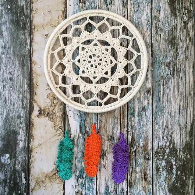 laura_makes crochet dreamcatcher