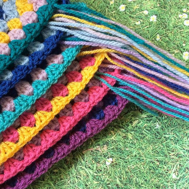 laura_makes crochet squares