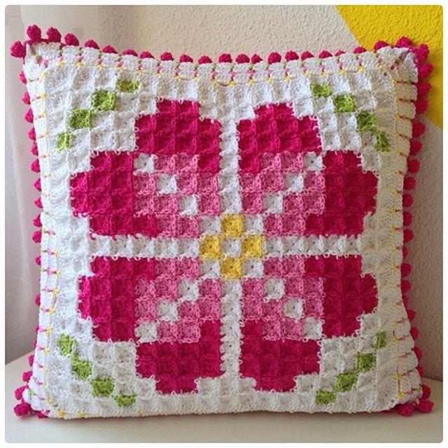 marretjeroos crochet pillow