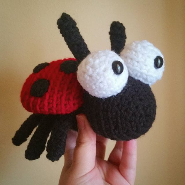 thegirllovesyarn crochet ladybug