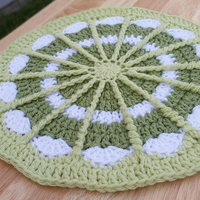 thegirllovesyarn crochet mandala