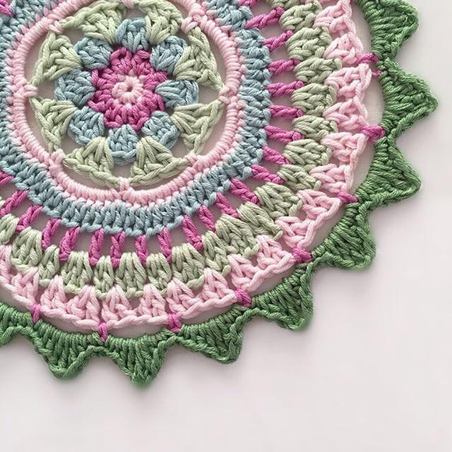 winterbeachbymab crochet mandala