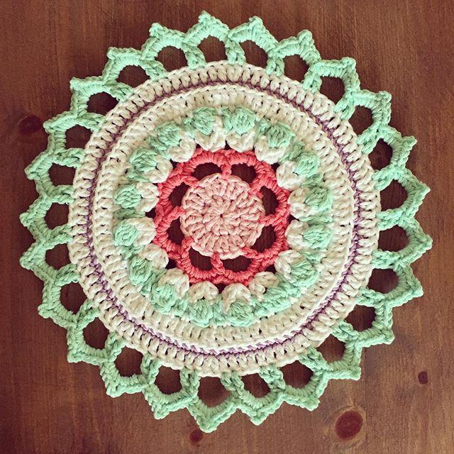 amimami10 crochet mandala