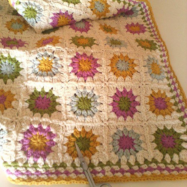 ana.moraissoares crochet granny squares