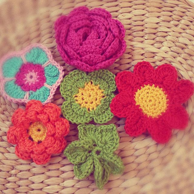 cattayna crochet flowers for charity against violence