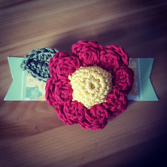 classybird28 crochet flower brooch