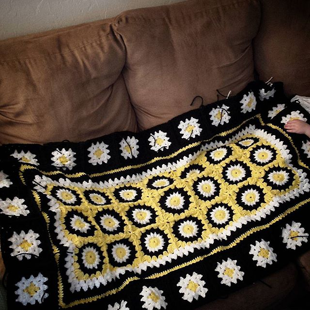 cozy_corner_crochet crochet daisy granny square blanket