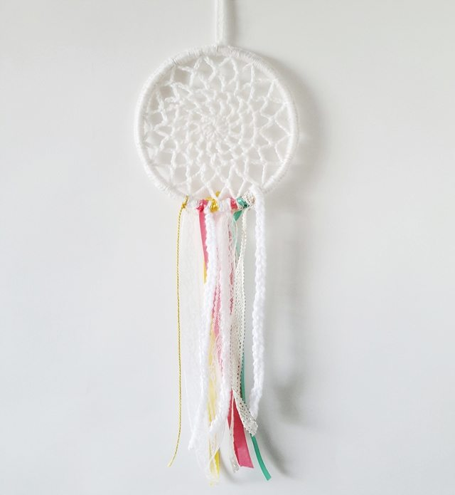 Crochet dreamcatcher pattern by Little Things Blogged via Craftbits