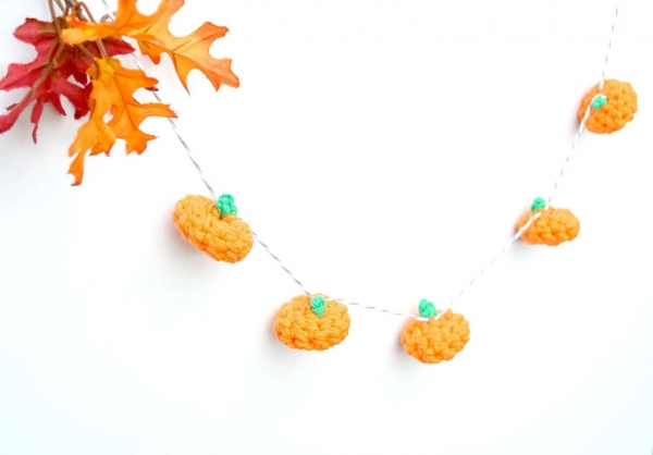 crochet pumpkin garland
