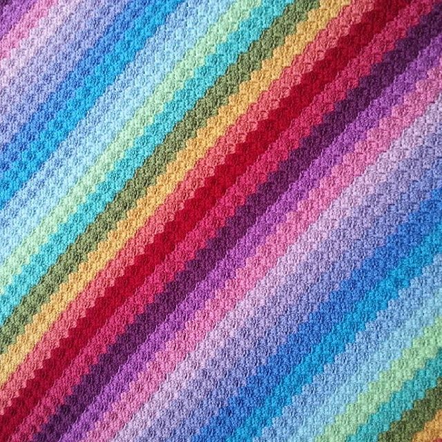 crochetbetweenworlds c2c rainbow crochet blanket