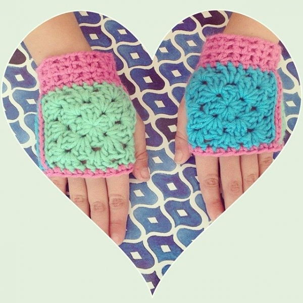 crochetinpaternoster granny square fingerless toddler gloves
