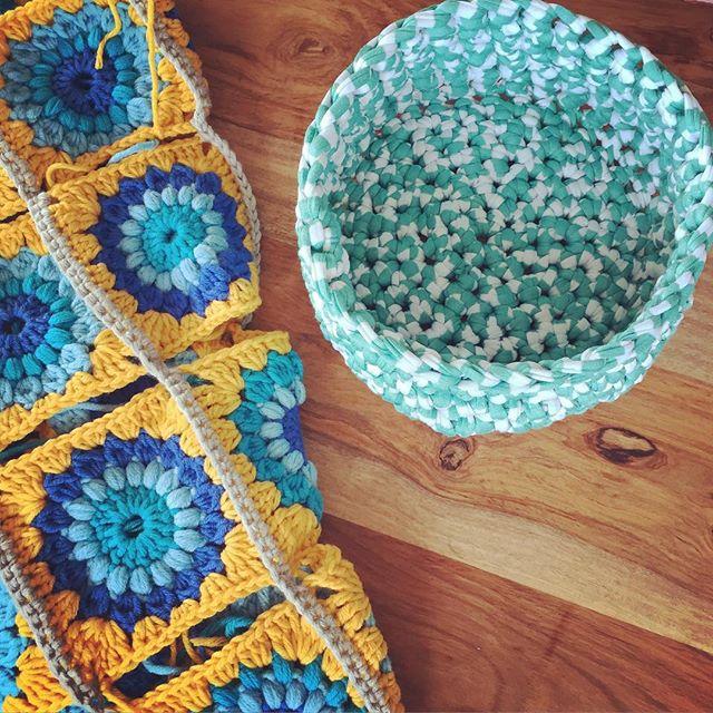 holly_pips crochet flower blanket and basket