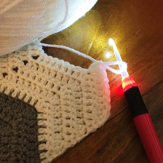 holly_pips light up crochet hook with ripple