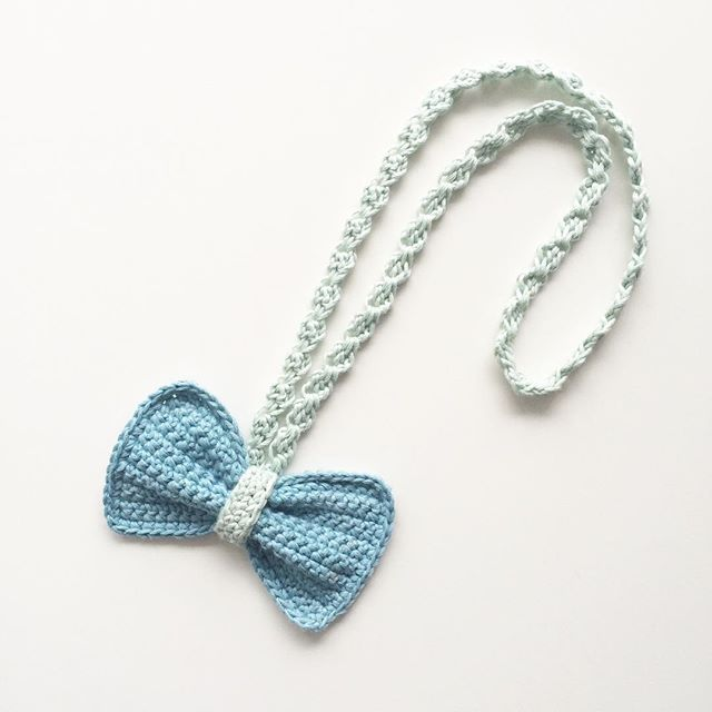 knitpurlhook crochet bow