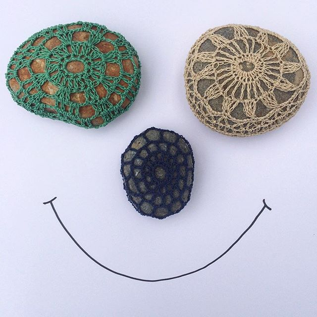laura_makes crochet happy stones