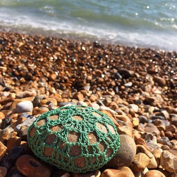 laura_makes crochet stones