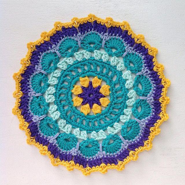 lcs_girl crochet mandala