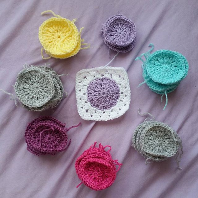 louizamakes circleinaquarecal crochet