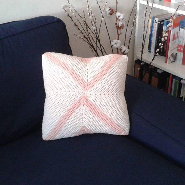 luadprata crochet cushion
