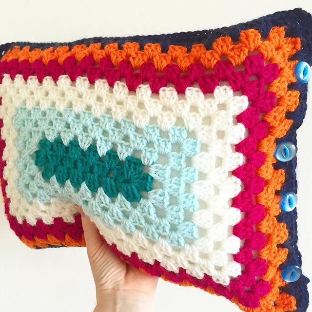 makingpolly crochet rectangle cushion