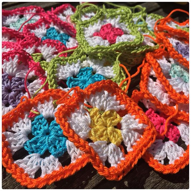 marretjeroos crochet colorful granny squares