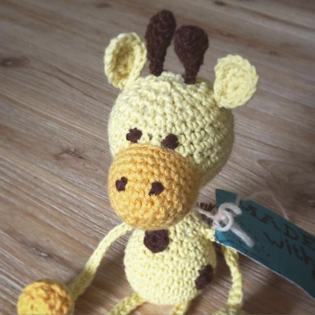 mimamami_ crochet giraffe toy