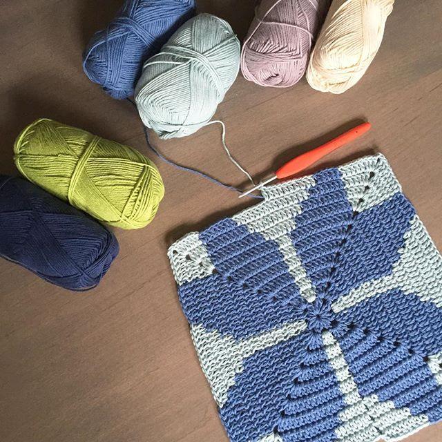 mobiusgirl crochet blanket square