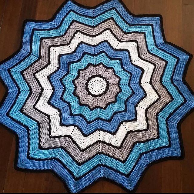 _nessbombaert_ crochet blue ripple blanket