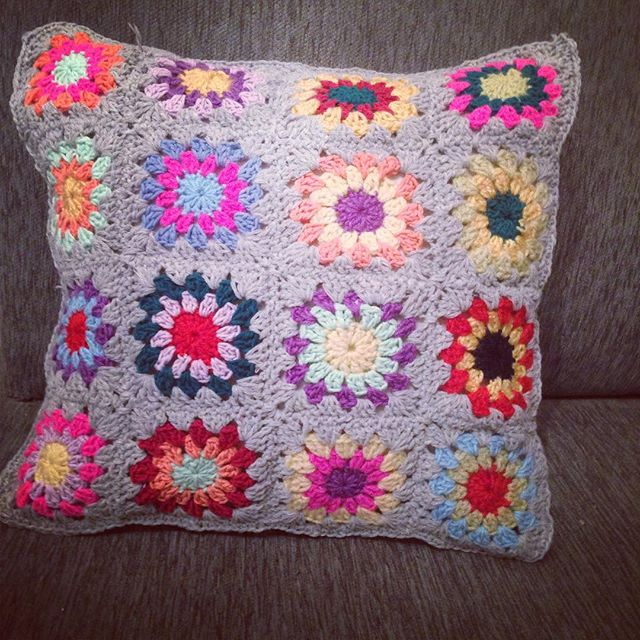 nuransabry crochet pillow