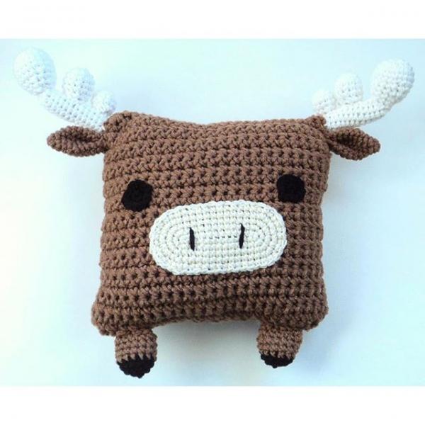 oliveiartcreations crochet moose pillow