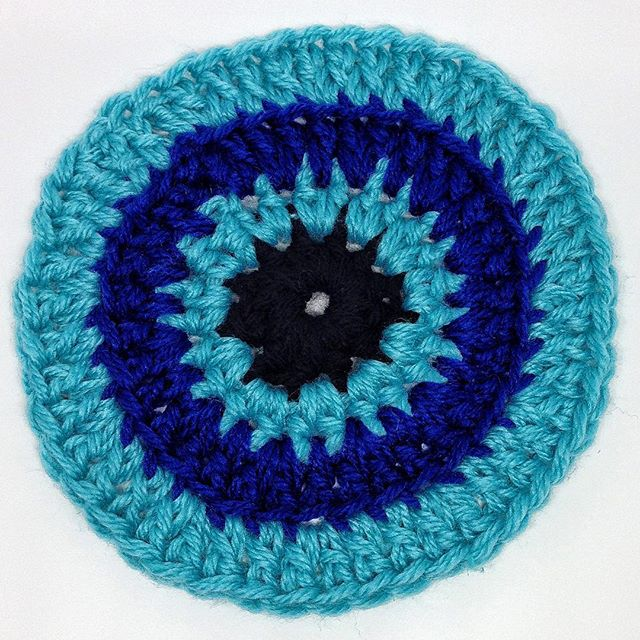queen_babs crochet chunky blue circle