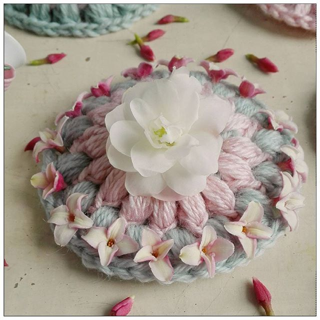 ruthinthegarden crochet flowers table set