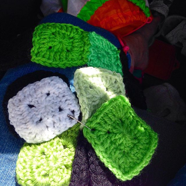 yarnyenta247 crochet granny squares in the car