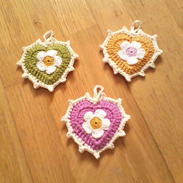 ana.moraissoares crochet hearts flowers