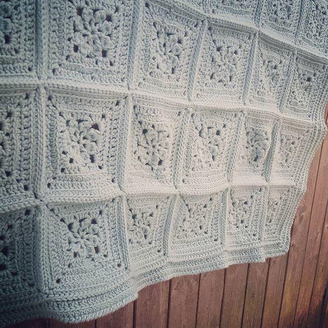 creationsbycris crochet squares blanket