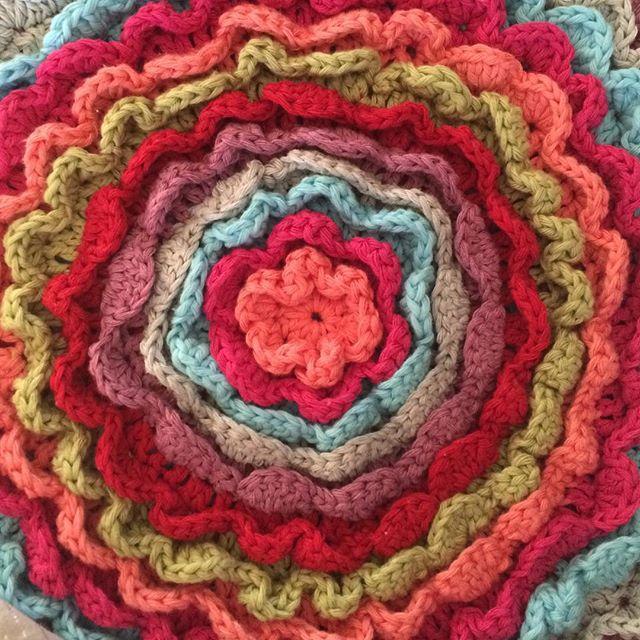 elenoudi crochet blooming flower cushion