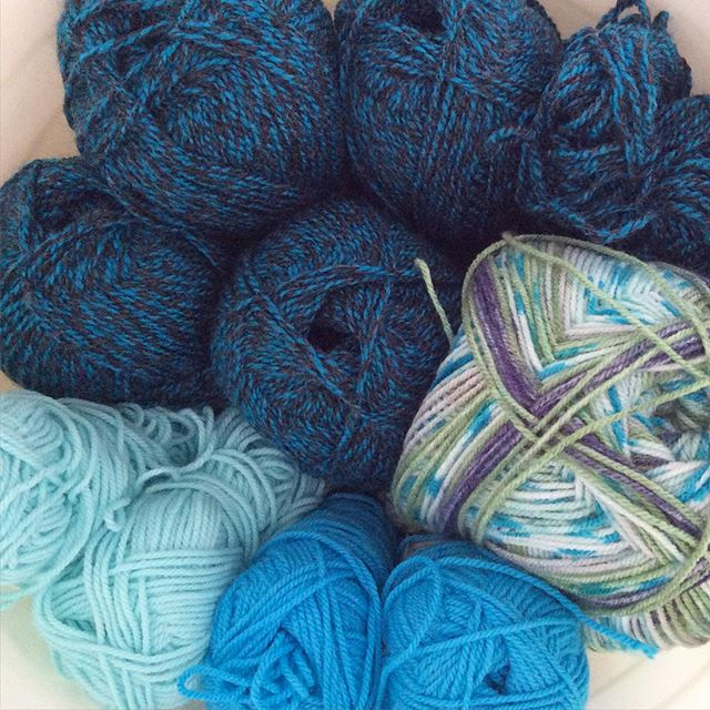 elisabethandree blue yarn